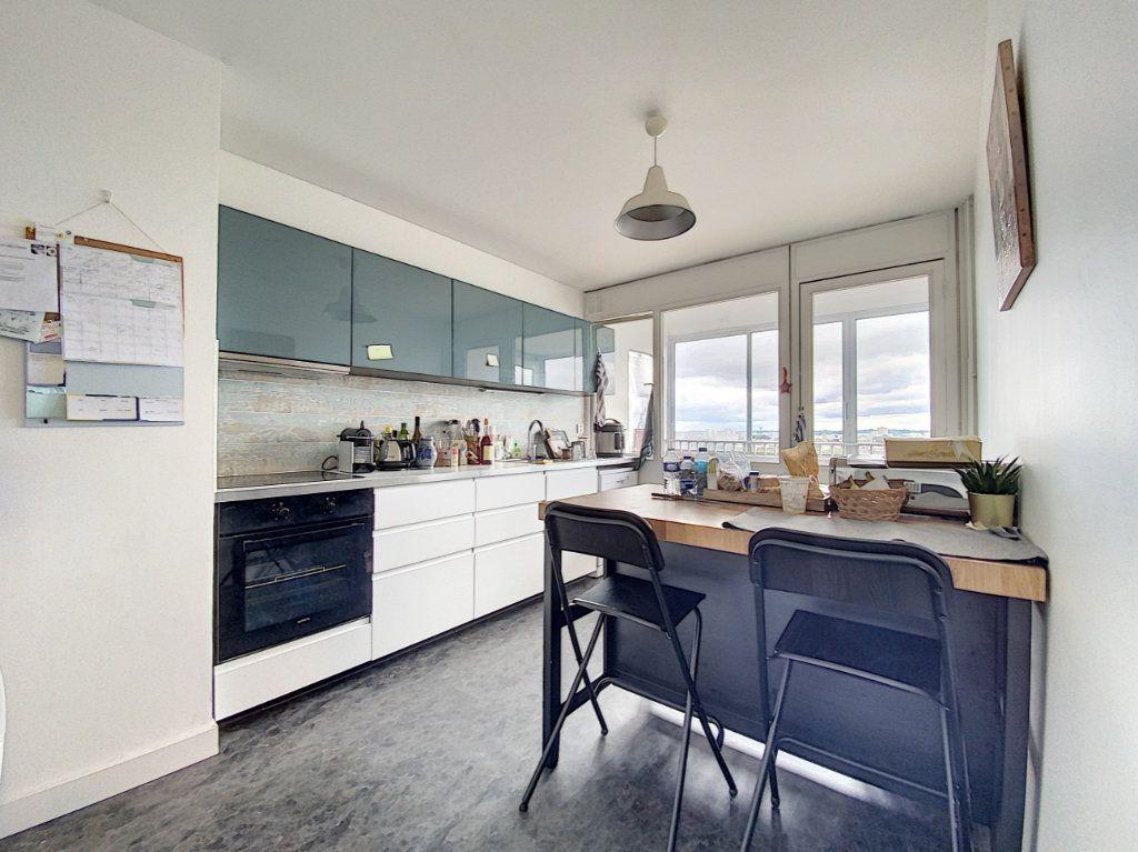 Appartement à louer 5 102m2 à Lorient vignette-3