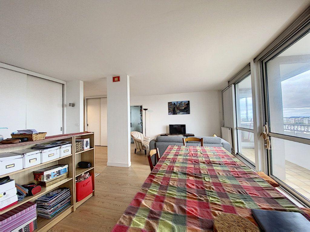 Appartement à louer 5 102m2 à Lorient vignette-5