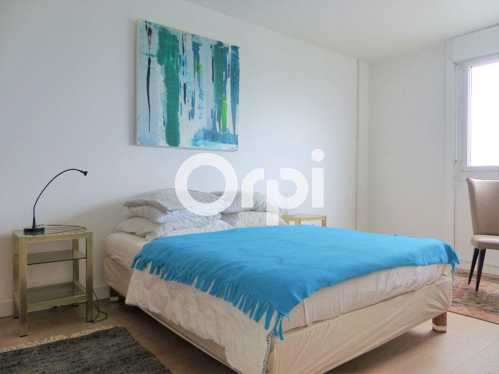 Appartement à louer 5 102m2 à Lorient vignette-7