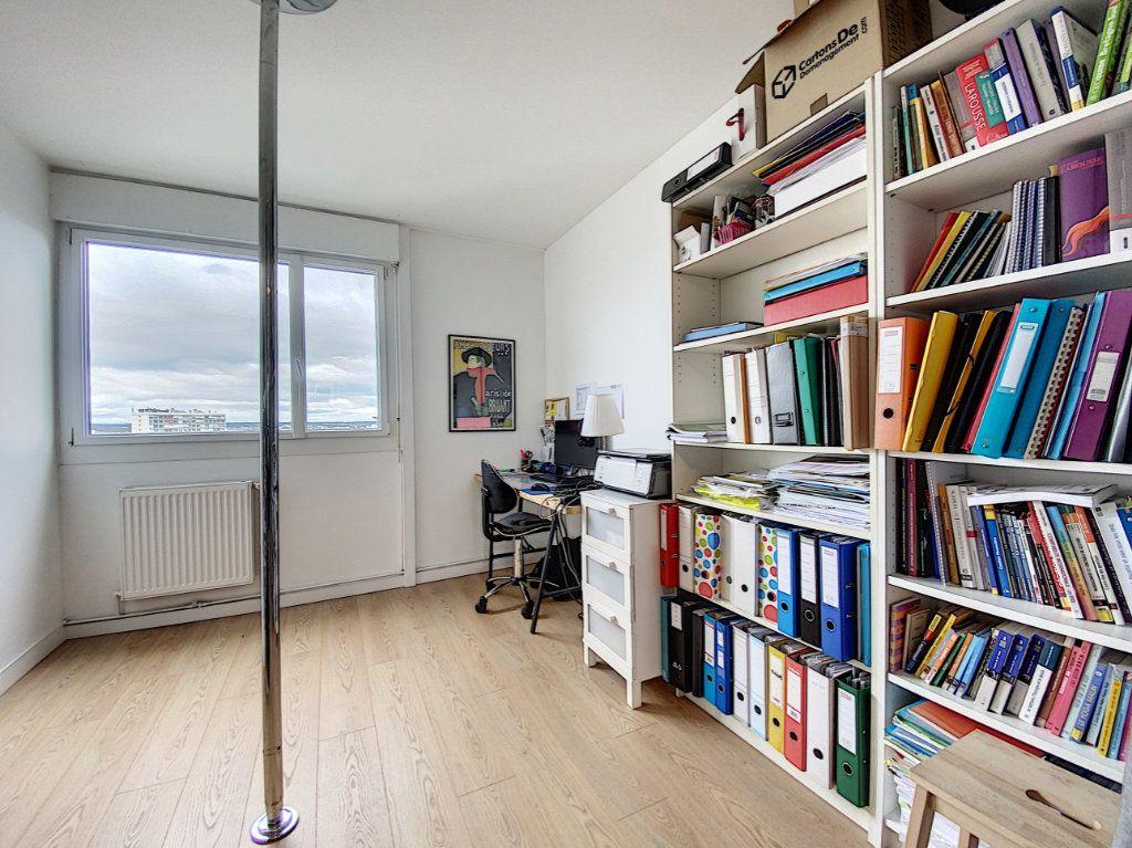 Appartement à louer 5 102m2 à Lorient vignette-13