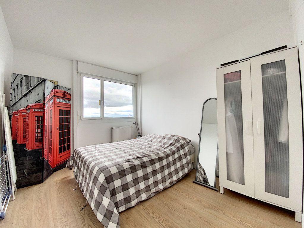 Appartement à louer 5 102m2 à Lorient vignette-15