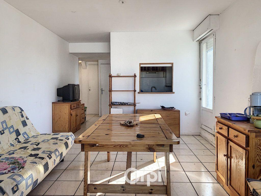 Appartement à louer 1 31m2 à Larmor-Plage vignette-3