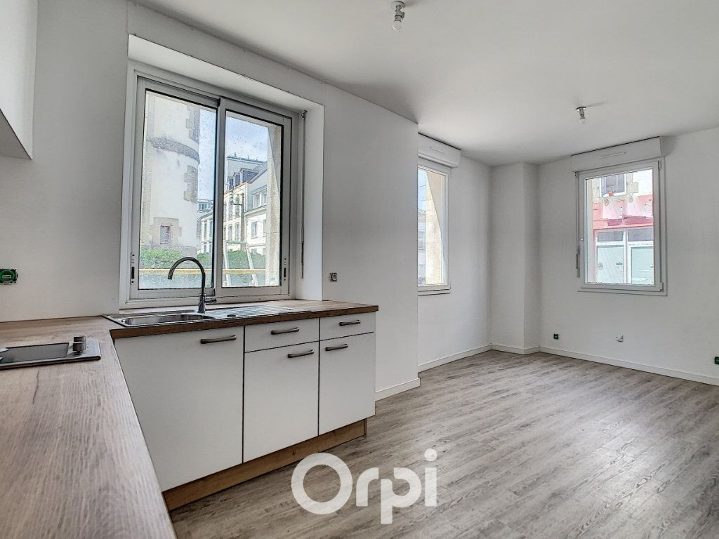 Appartement à louer 2 27m2 à Lorient vignette-1