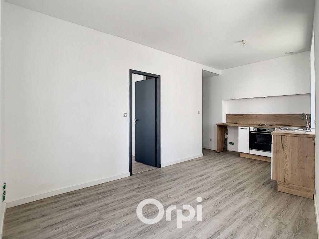 Appartement à louer 2 27m2 à Lorient vignette-2