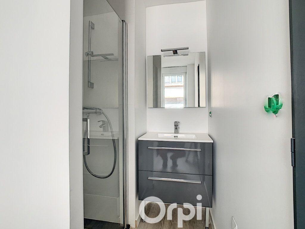 Appartement à louer 2 27m2 à Lorient vignette-3