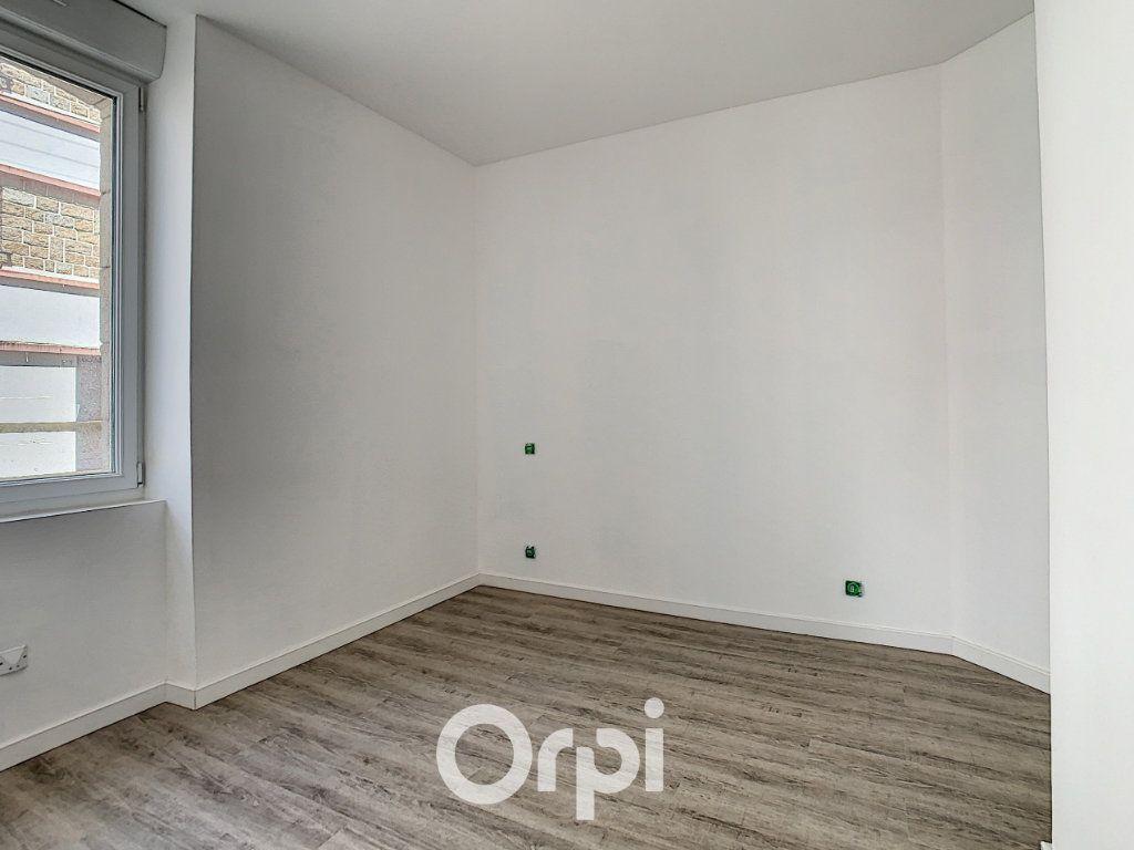 Appartement à louer 2 27m2 à Lorient vignette-11