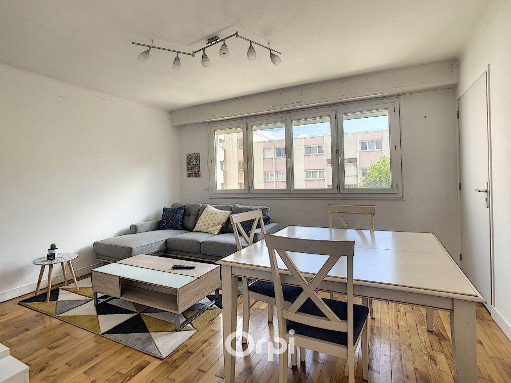 Appartement à louer 4 68.42m2 à Lorient vignette-1