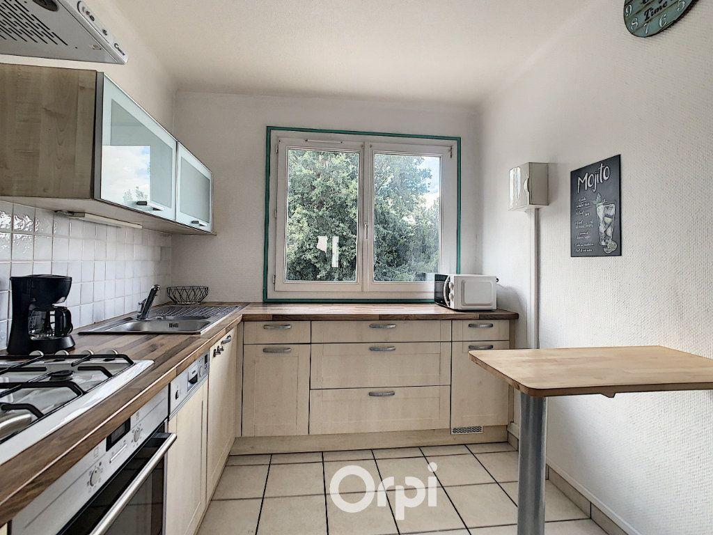 Appartement à louer 4 68.42m2 à Lorient vignette-2
