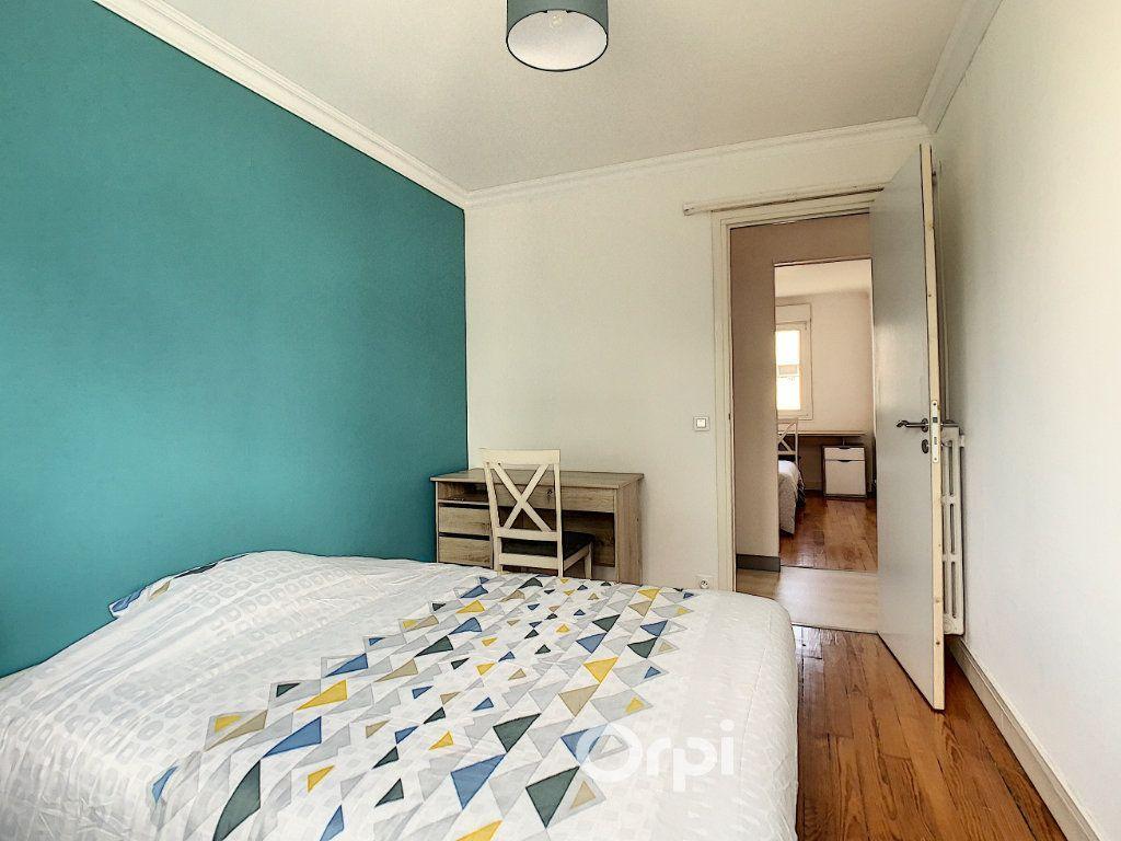 Appartement à louer 4 68.42m2 à Lorient vignette-5