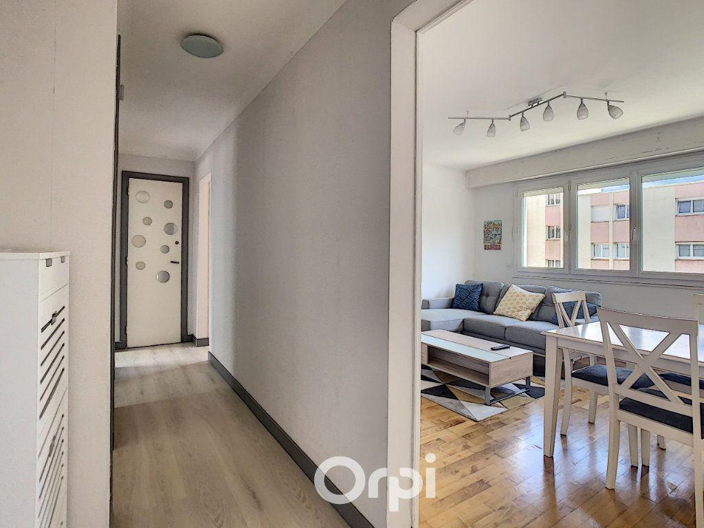 Appartement à louer 4 68.42m2 à Lorient vignette-11
