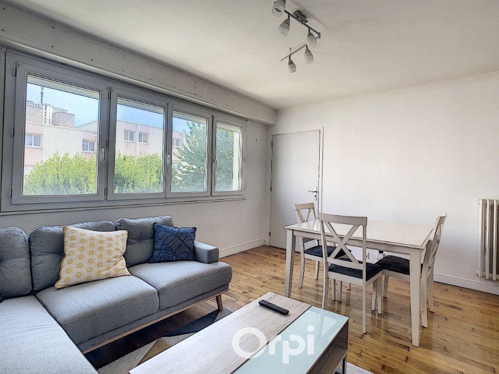 Appartement à louer 4 68.42m2 à Lorient vignette-12