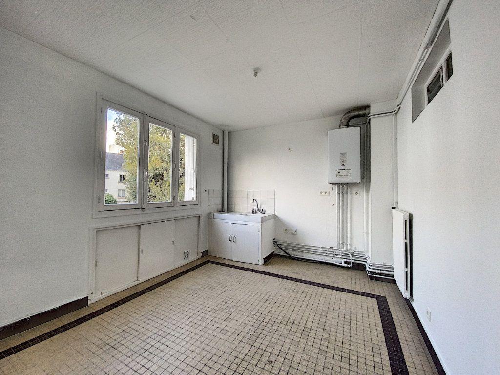 Appartement à louer 3 68m2 à Lorient vignette-2
