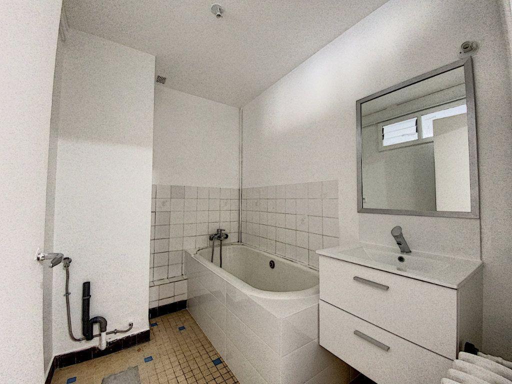 Appartement à louer 3 68m2 à Lorient vignette-5