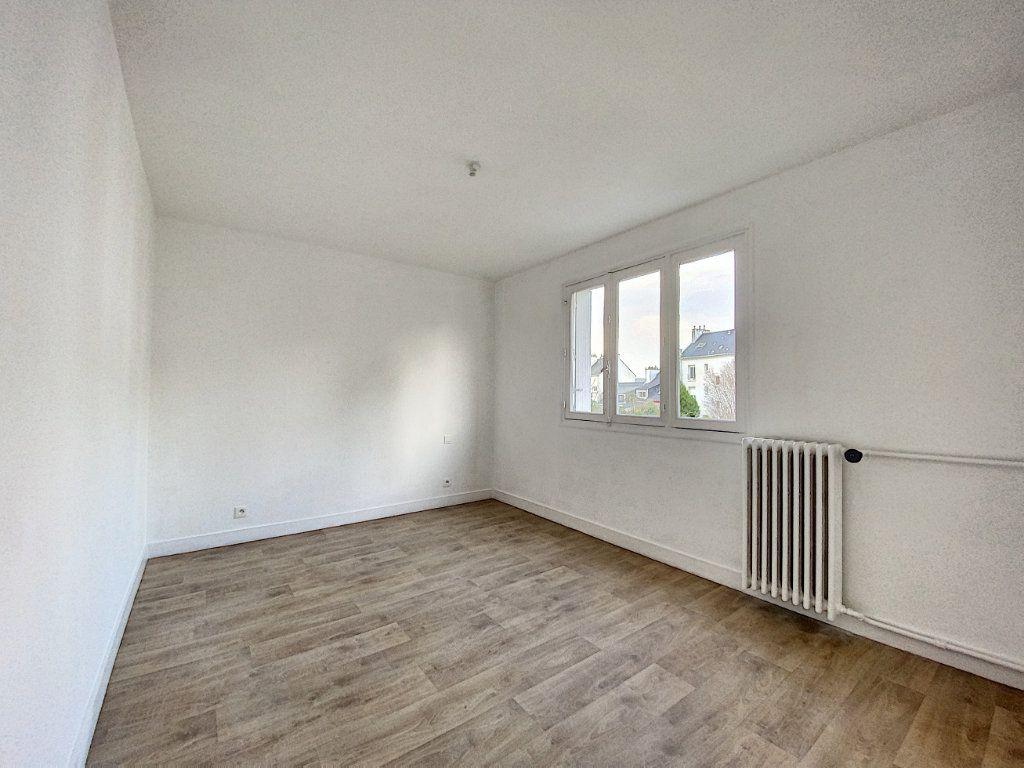 Appartement à louer 3 68m2 à Lorient vignette-6