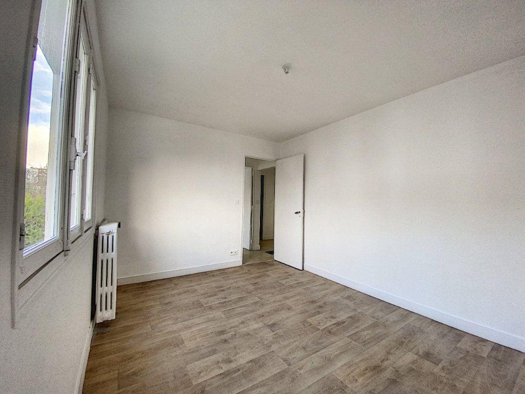 Appartement à louer 3 68m2 à Lorient vignette-7
