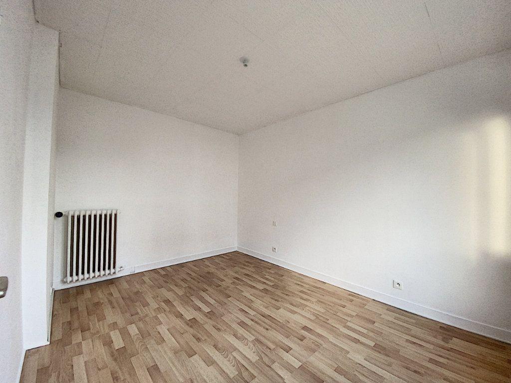 Appartement à louer 3 68m2 à Lorient vignette-9
