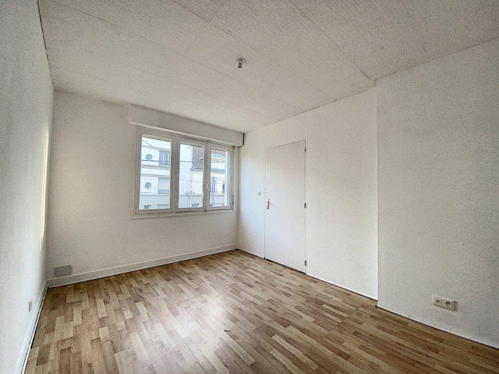Appartement à louer 3 68m2 à Lorient vignette-10