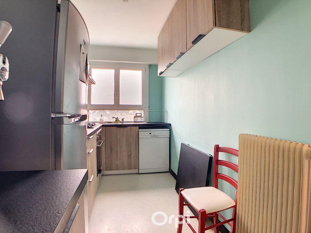 Appartement à louer 3 70.82m2 à Lorient vignette-8