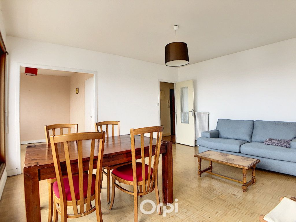 Appartement à louer 3 70.82m2 à Lorient vignette-10