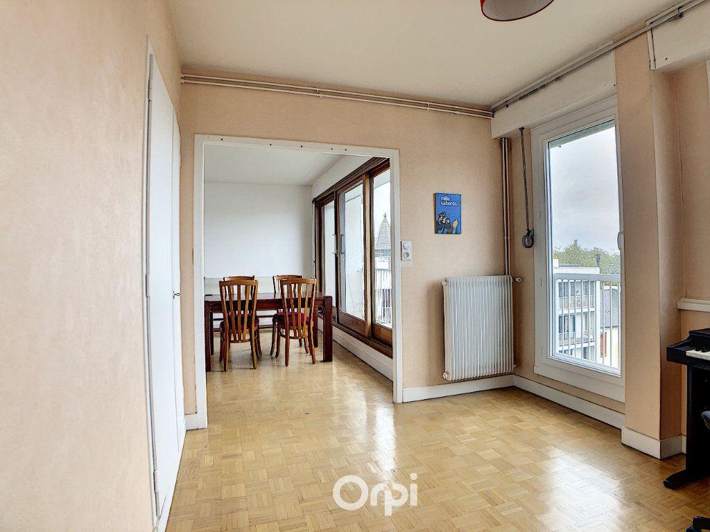 Appartement à louer 3 70.82m2 à Lorient vignette-12