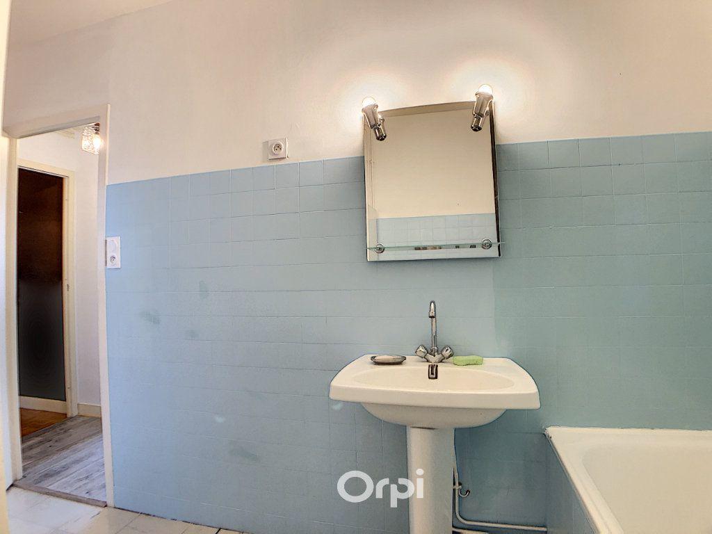 Appartement à louer 3 70.82m2 à Lorient vignette-15