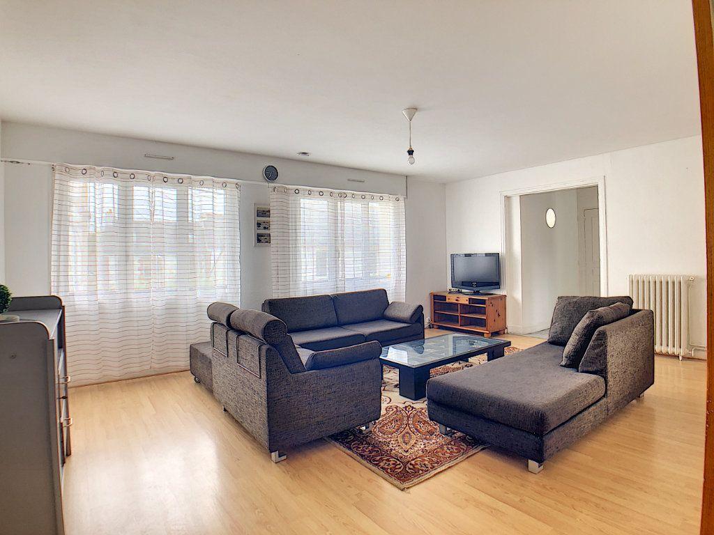 Appartement à louer 1 10m2 à Lorient vignette-1