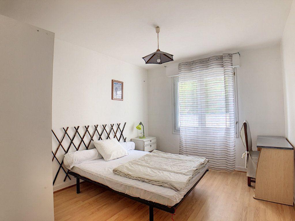 Appartement à louer 1 10m2 à Lorient vignette-2
