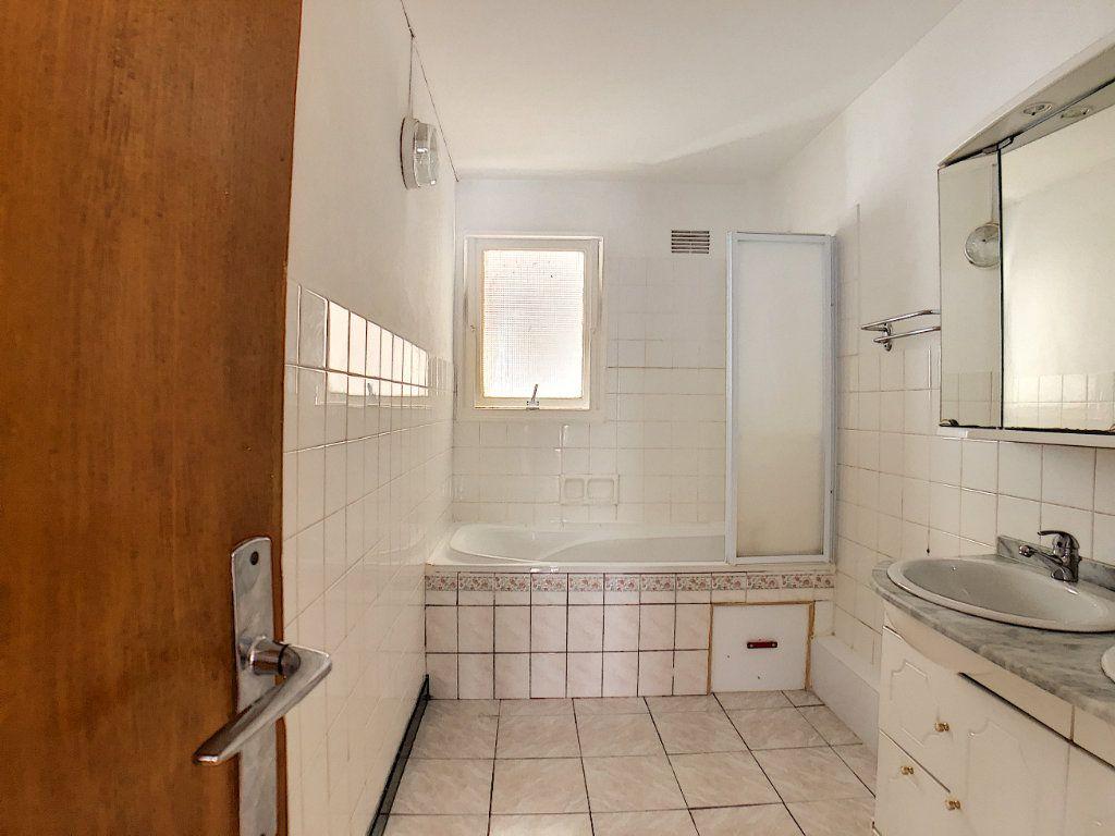 Appartement à louer 1 10m2 à Lorient vignette-12