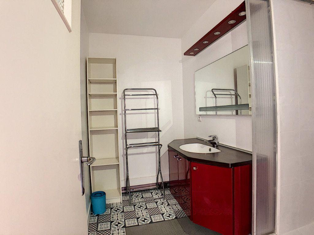 Appartement à louer 1 10m2 à Lorient vignette-15