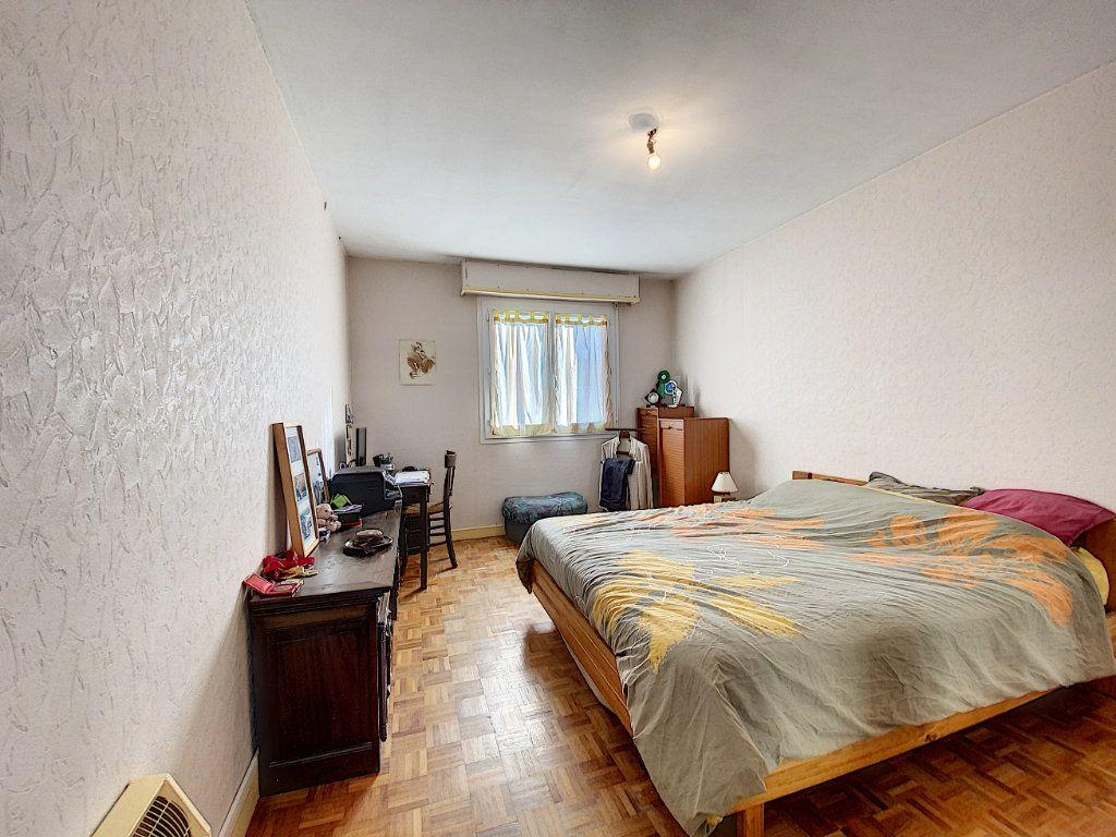 Appartement à vendre 4 90m2 à Lorient vignette-10