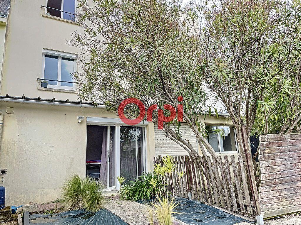 Immeuble à vendre 0 199.6m2 à Lorient vignette-1