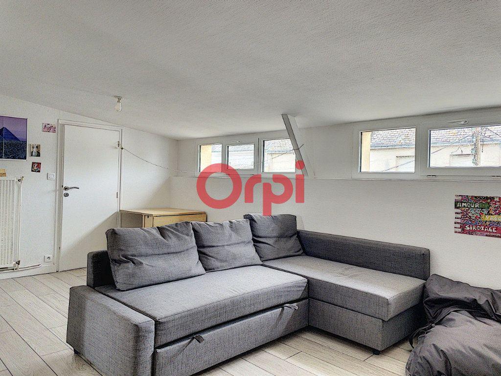 Immeuble à vendre 0 199.6m2 à Lorient vignette-3