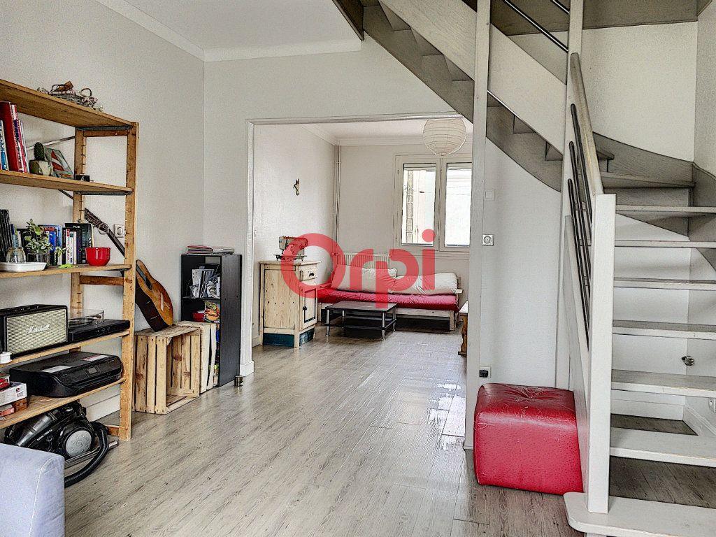 Immeuble à vendre 0 199.6m2 à Lorient vignette-9