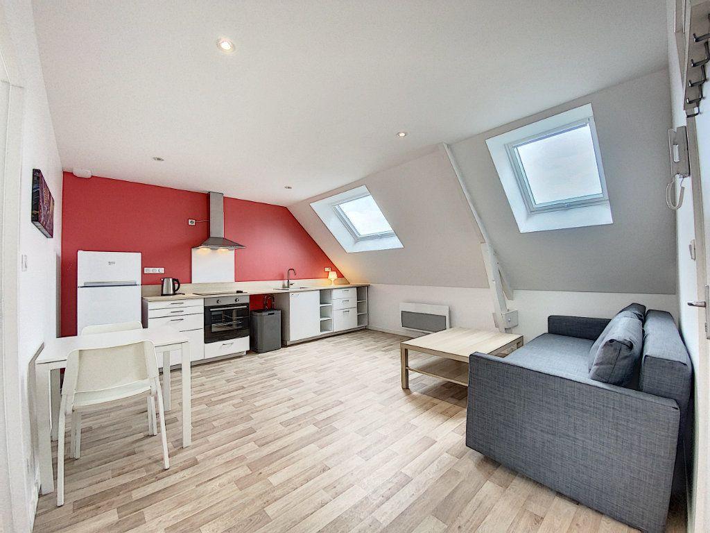 Appartement à louer 2 34.12m2 à Lorient vignette-2