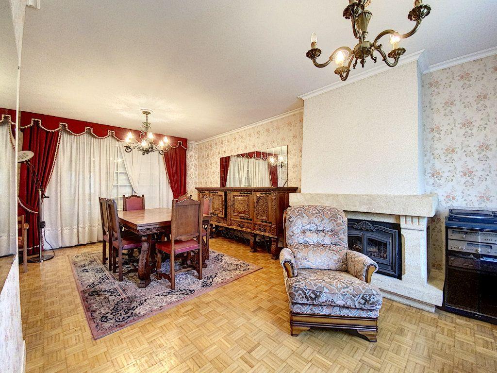 Maison à vendre 4 108m2 à Lorient vignette-2