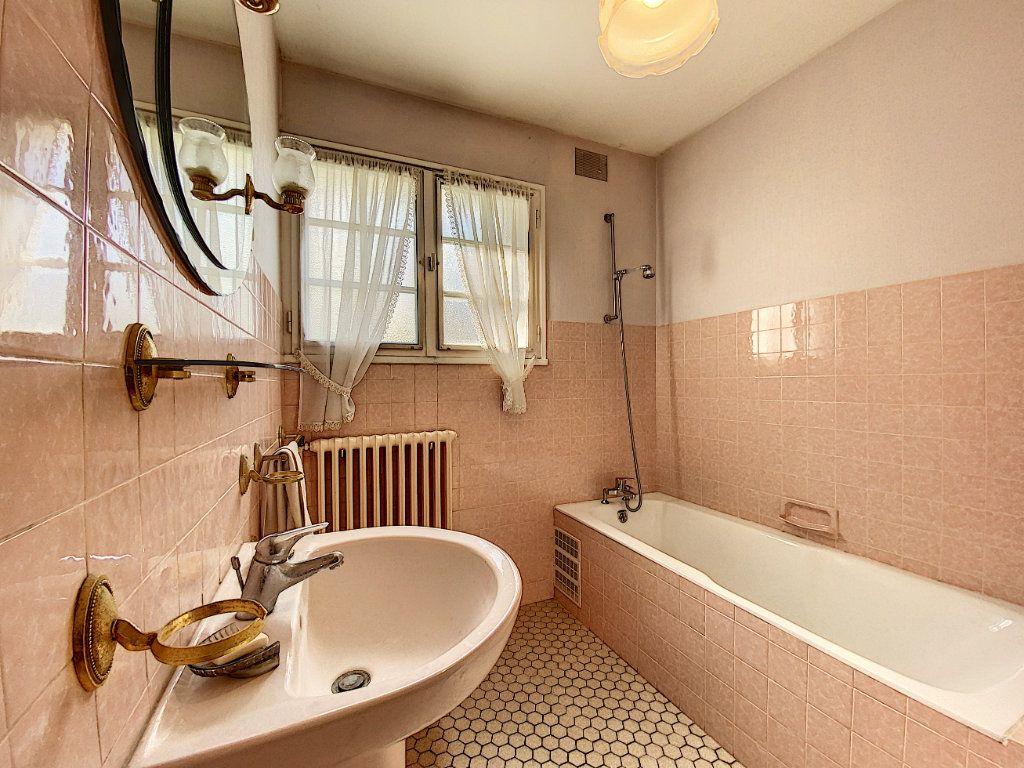 Maison à vendre 4 108m2 à Lorient vignette-6