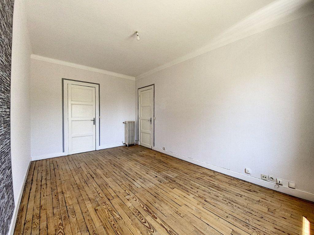 Appartement à louer 2 48m2 à Lorient vignette-5