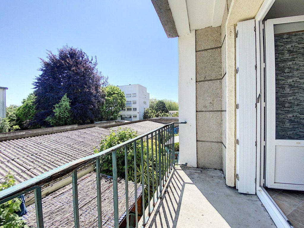 Appartement à louer 2 48m2 à Lorient vignette-10