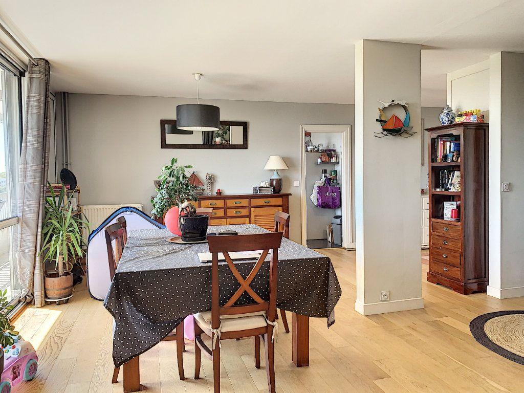 Appartement à louer 5 100m2 à Lorient vignette-1