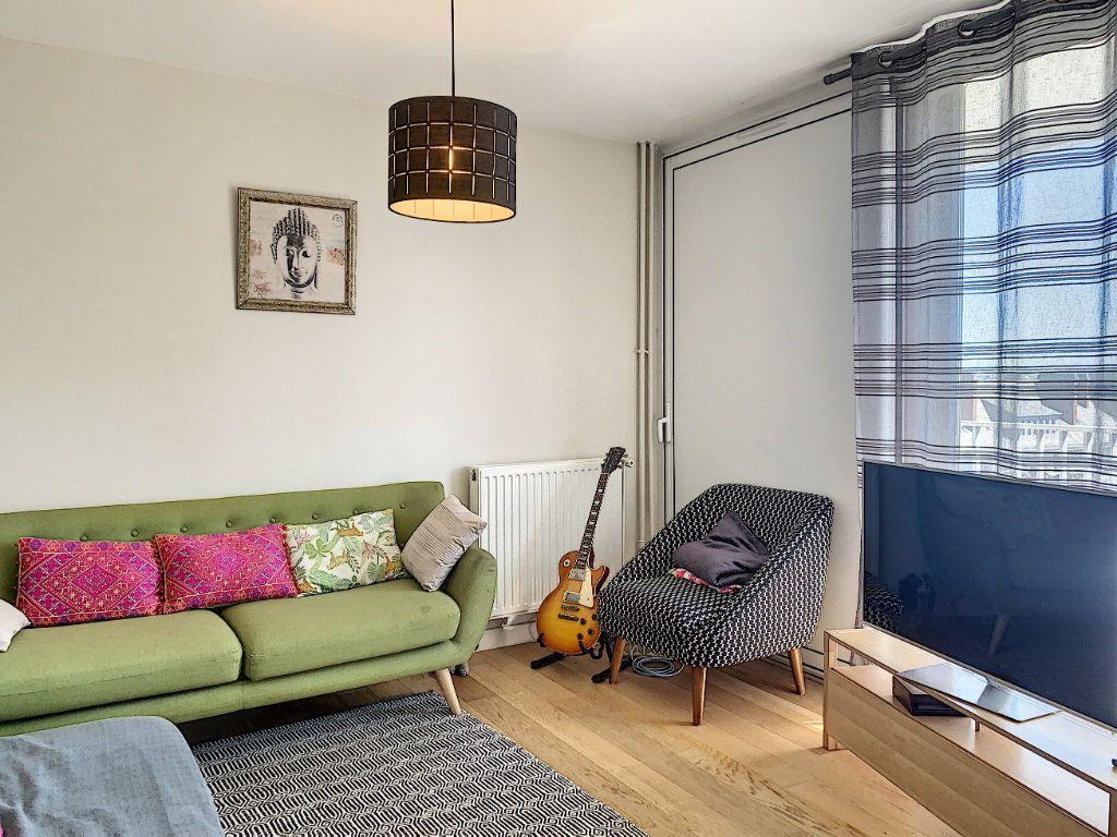 Appartement à louer 5 100m2 à Lorient vignette-2