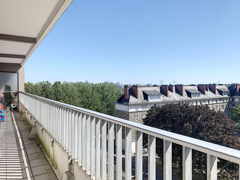 Appartement à louer 5 100m2 à Lorient vignette-3