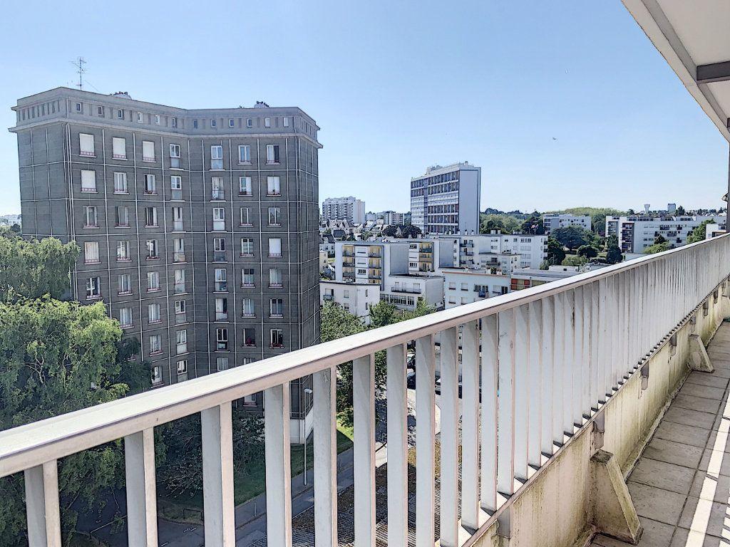 Appartement à louer 5 100m2 à Lorient vignette-4