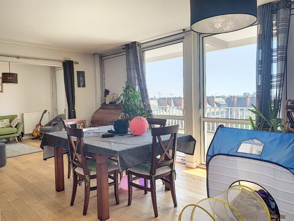 Appartement à louer 5 100m2 à Lorient vignette-5