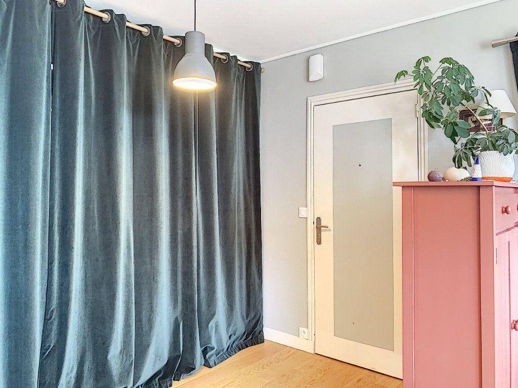 Appartement à louer 5 100m2 à Lorient vignette-6