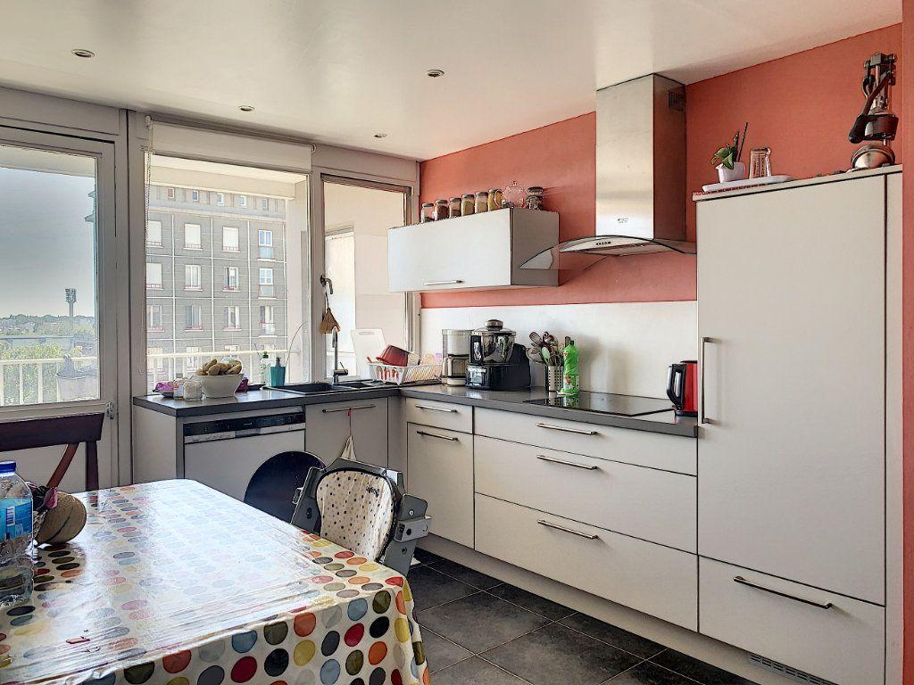 Appartement à louer 5 100m2 à Lorient vignette-7