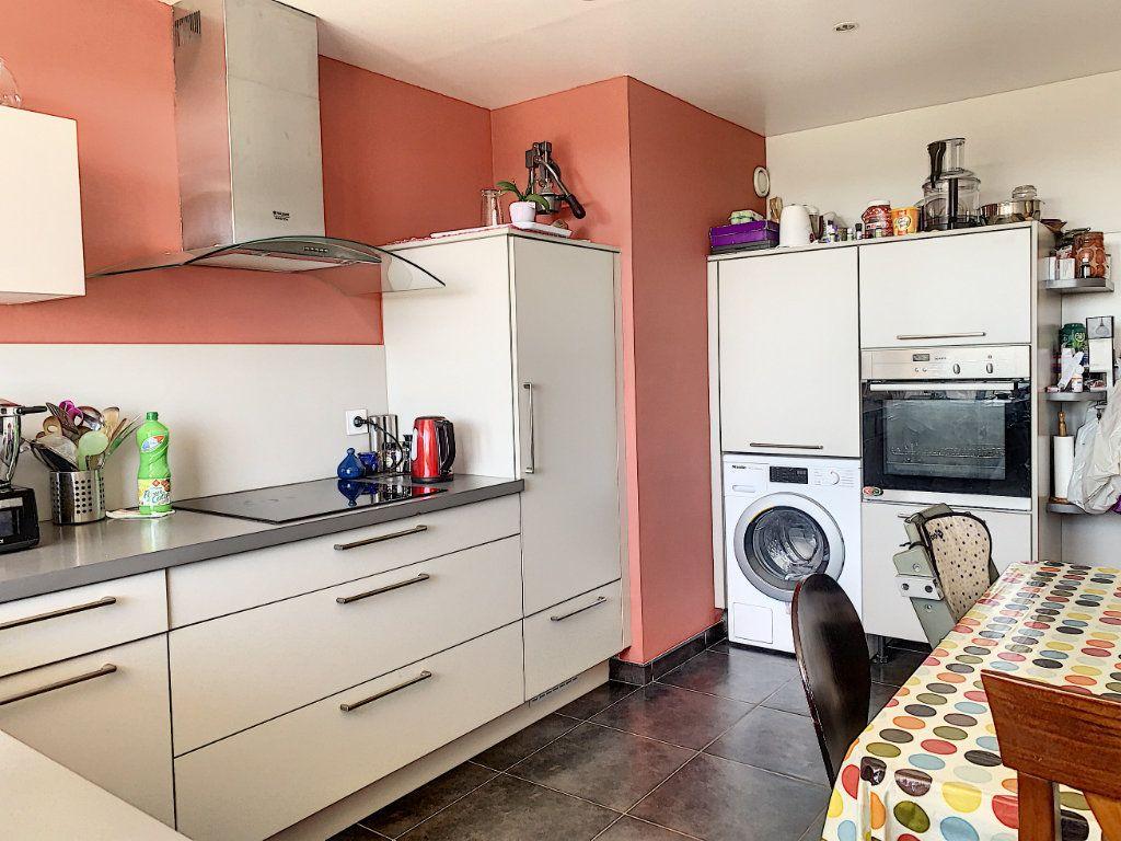 Appartement à louer 5 100m2 à Lorient vignette-8