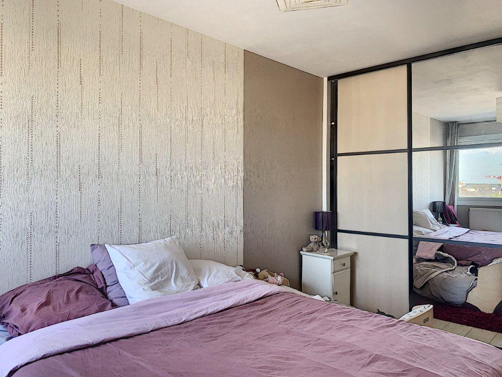 Appartement à louer 5 100m2 à Lorient vignette-9