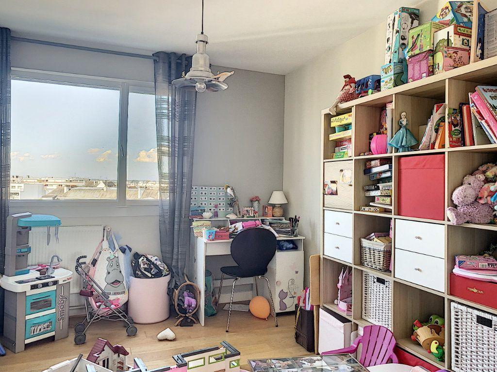 Appartement à louer 5 100m2 à Lorient vignette-10