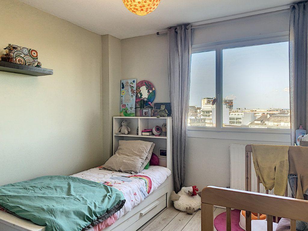 Appartement à louer 5 100m2 à Lorient vignette-11