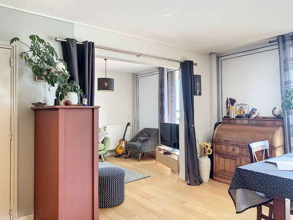Appartement à louer 5 100m2 à Lorient vignette-12